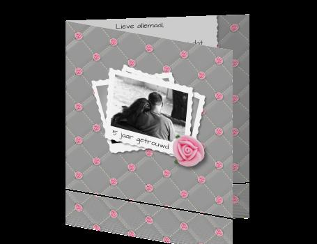 getrouwd uitnodigingen > Huwelijkskaart in grijs design met roze rozen